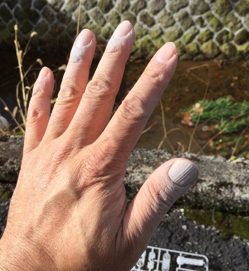 塗装が付いてしまった手