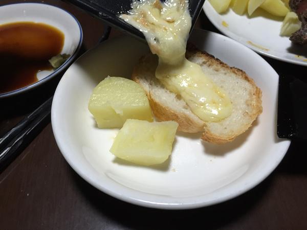 チーズをかける。