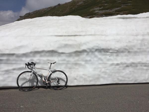 雪壁でパチリ
